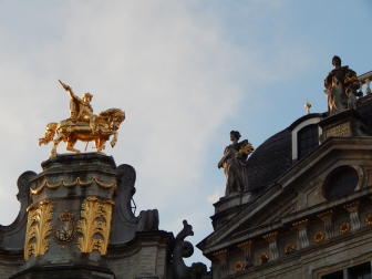 """Grand Place Statues; """"Hark, looketh over there!"""""""