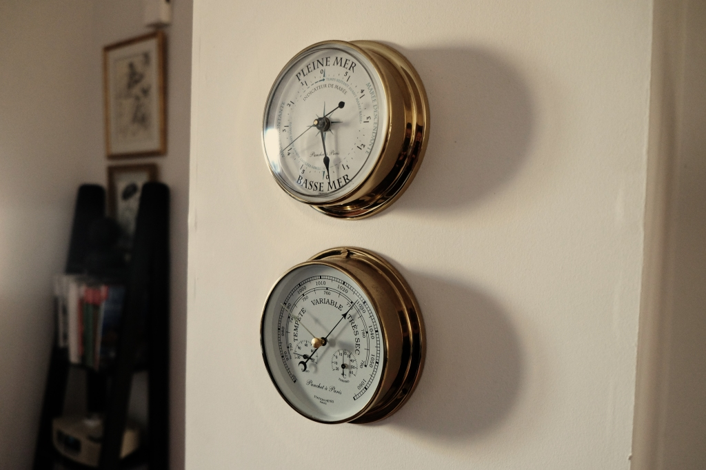 2015-01-Life-of-Pix-free-stock-photos-measuring-instruments-navigation-wall-julien-sister